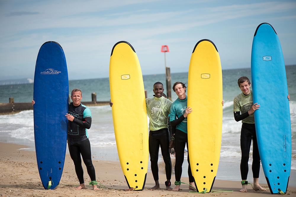 Tabara de Surfing, Engleza